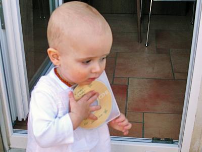 Kleinkind mit CD © Sabine Witzke